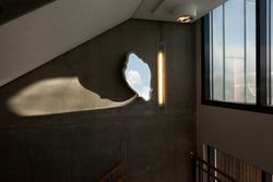 chain reflection corridor [Installasjon]