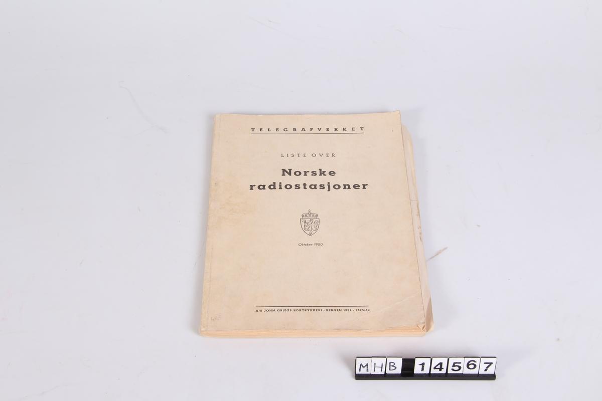 En liste over Norske radiostasjoner. Utgitt oktober 1950.