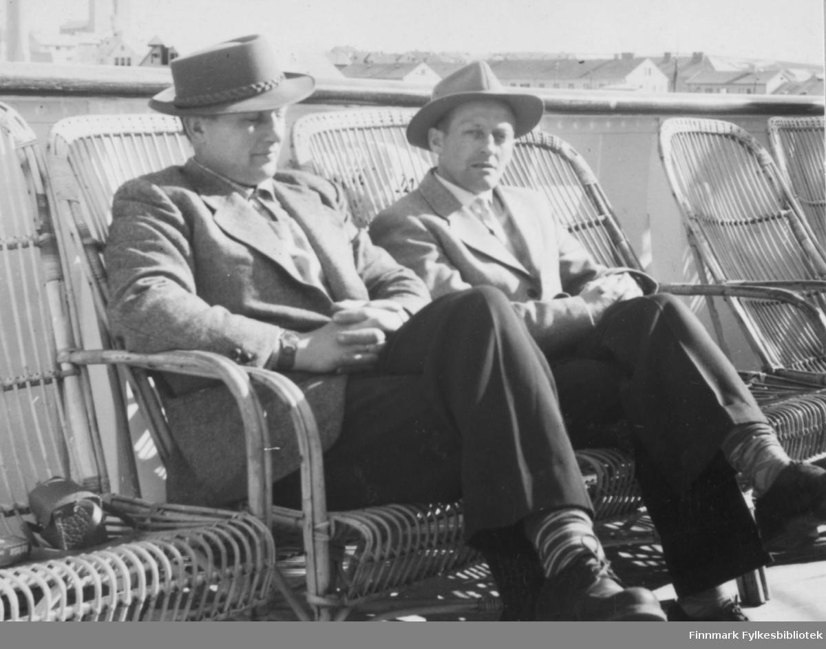 På hurtigruta i 1955, fra venstre Thorleif Mathisen og Fritz Ebeltoft