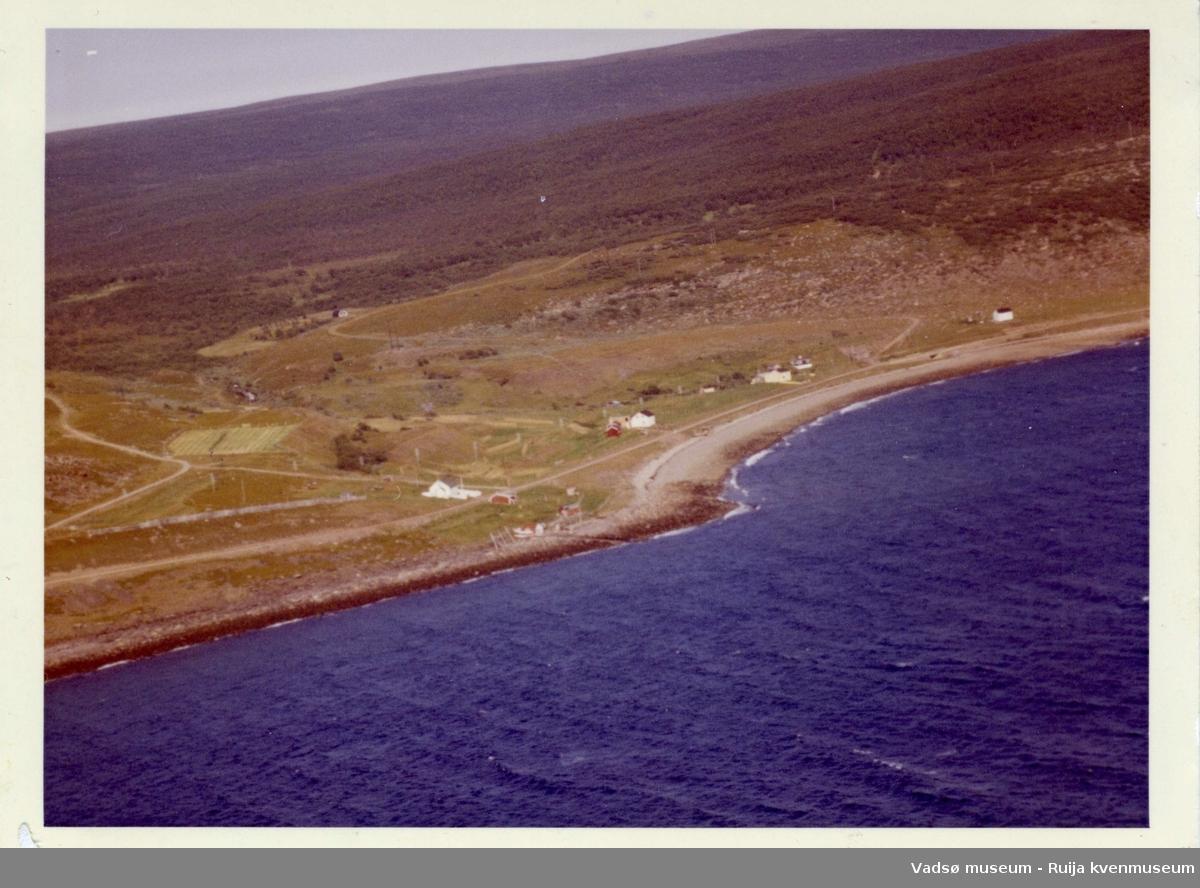 Flyfoto av Klubbvik, Vadsø kommune, 1963.