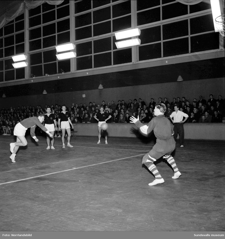 Handbollsmatch i tennishallen, Medelpad-Hälsingland 20-19.