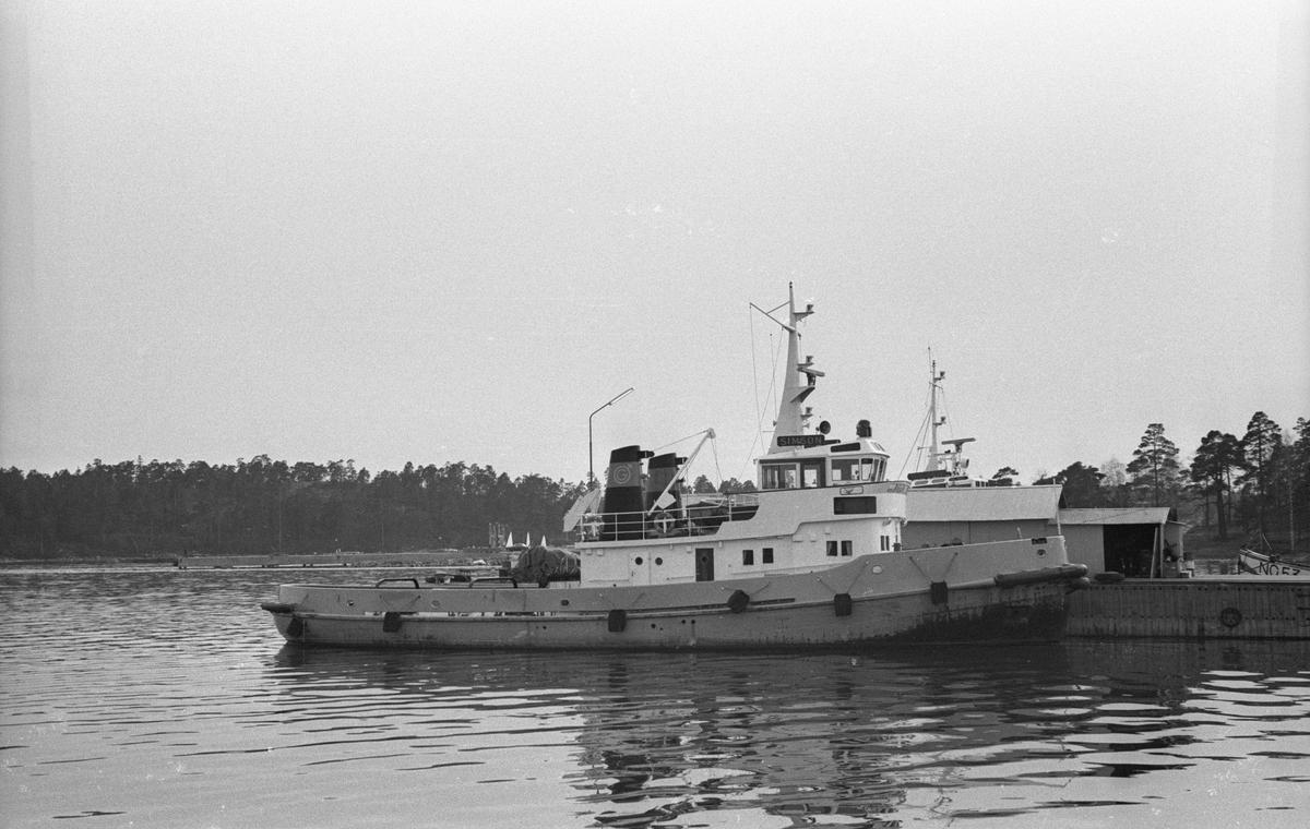 Fartyg: SIMSON                        Byggår: 1966Varv: ÅSI-verken,ÅmålÖvrigt: 1982 såld till Oxelösunds hamn AB1994 april omdöpt till SIM1994 dec såld till Jacobstads Bogser ABPietassaari Hinaus O/Y i Finland återfick namnet SIMPSONByggdes på ÅSI-verken i Åmål 1966