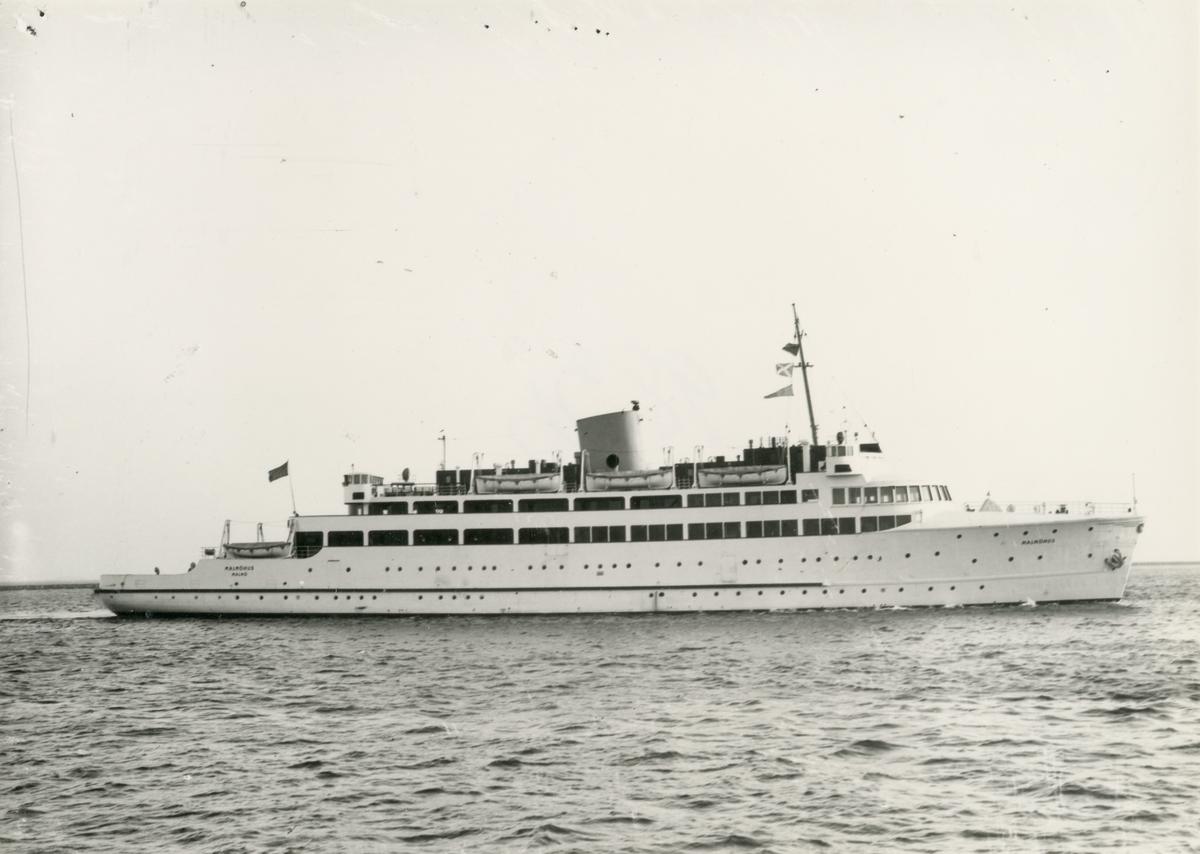 Fartyg: MALMÖHUS                       Bredd över allt 16,0 meter Längd över allt 94,4 meter Reg. Nr.: 8722 Rederi: Statens Järnvägar Byggår: 1945 Varv: AB Kockums varv