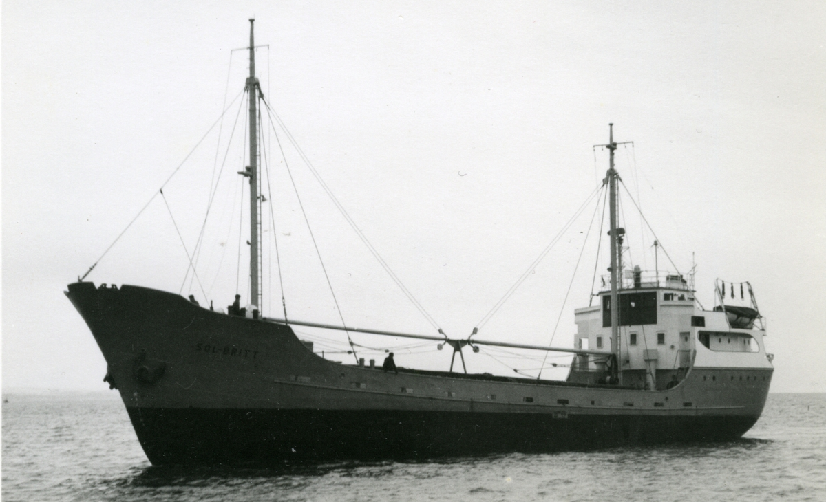 Ägare:/1959-65/: Rederi AB Ann-Britt. Hemort: Bleket.