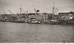 """M/S ECUADOR i Buenos Aires' hamn lastas från pråmar 1943. """""""