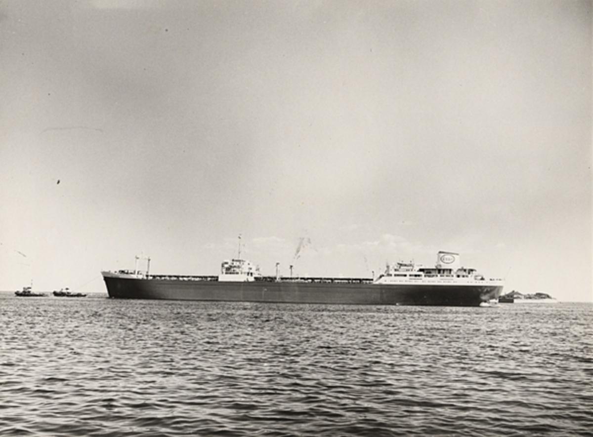 Fartyg: ESSO AALBORG                   Bredd över allt 25,6 meter Längd över allt 206,5 meter  Rederi: Dansk Esso A/S, Köpenhamn (DK) Byggår: 1959 Varv: Odense Staalskibsvaerft, Odense (DK) Övrigt: Namnsignal: OXNX D.w.t.: 32370 Br.t.: 20470