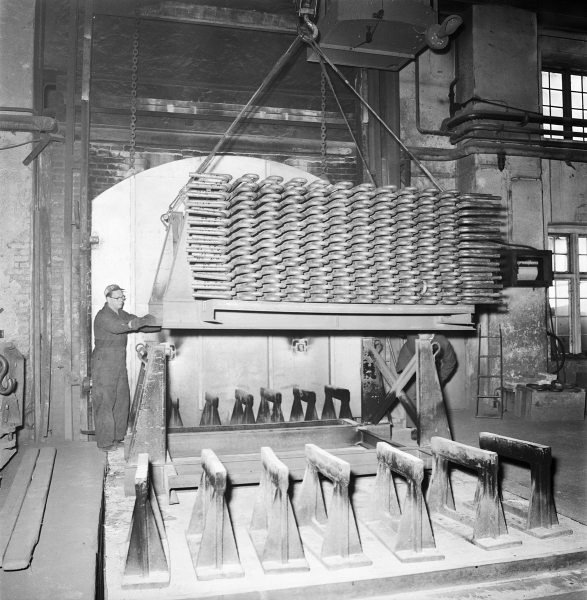 Övrigt: Foto datum: 8/10 1963 Verkstäder och personal. Götaverken pannor i g:a bleckslageriverkstan