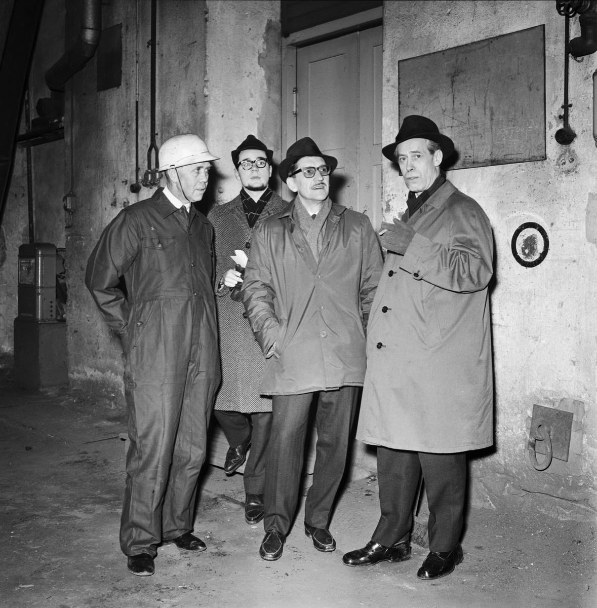 Övrigt: Foto datum: 20/2 1964 Verkstäder och personal. Direktör Eng, Ingenjör Persbeck i samband med tankbåten byggnad. Närmast identisk bild: V28503 och V28504, ej skannade