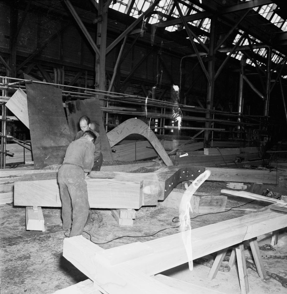 Övrigt: Foto datum: 2/6 1964 Verkstäder och personal. Svetsning i verkstan (Hbg-utställn)