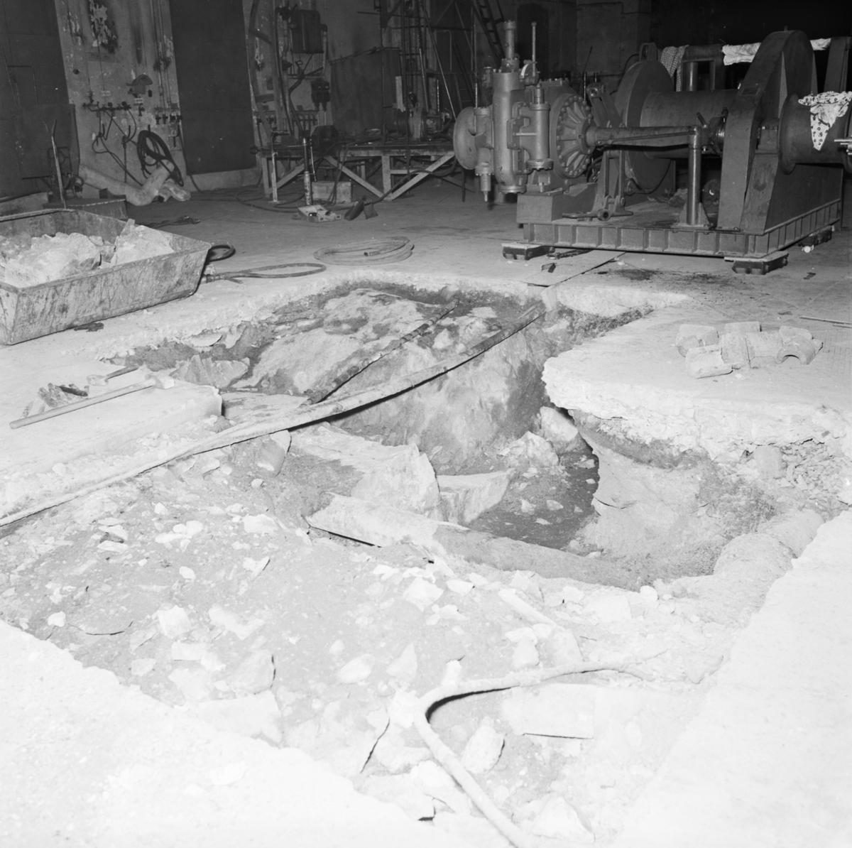 Övrigt: Foto datum: 13/9 1966 Byggnader och kranar Fondamentgrop för bogerspel