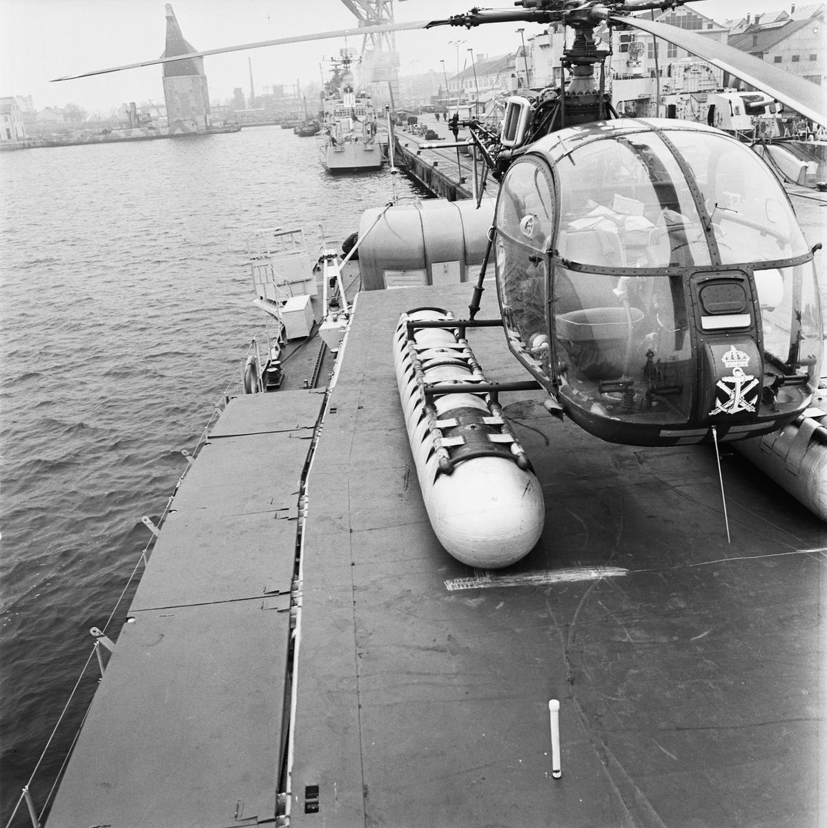 Övrigt: Fotodatum 9/11 1966 Byggnader och Kranar Freg. Sundsvall helikopterdäck