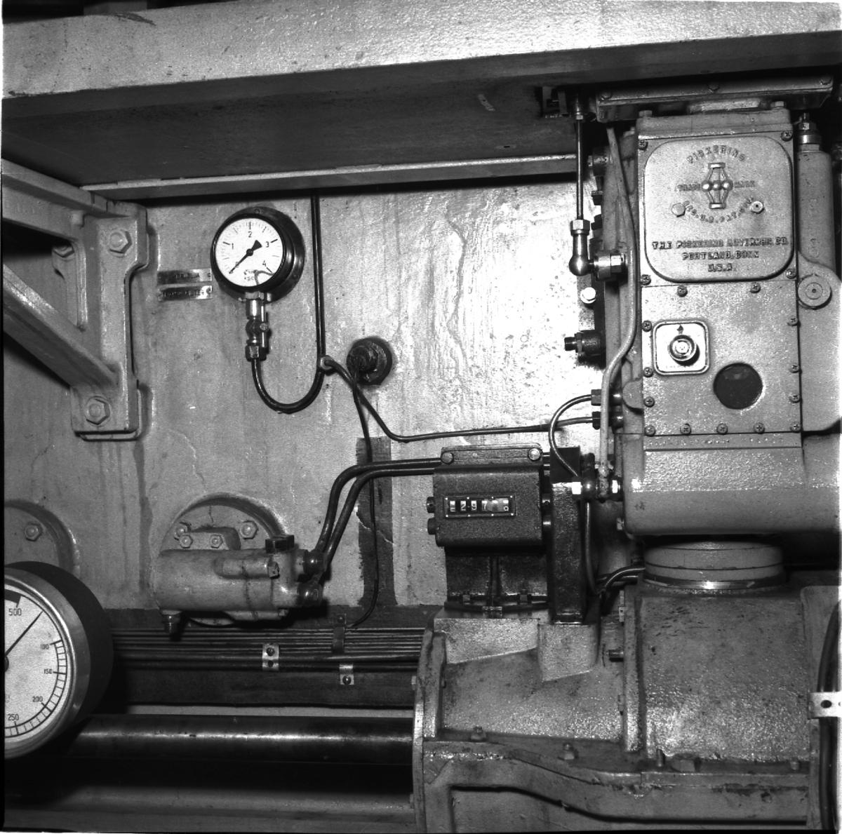 Fartyg: THULE                           Övrigt: Isbrytaren Thule, regulator i maskin.