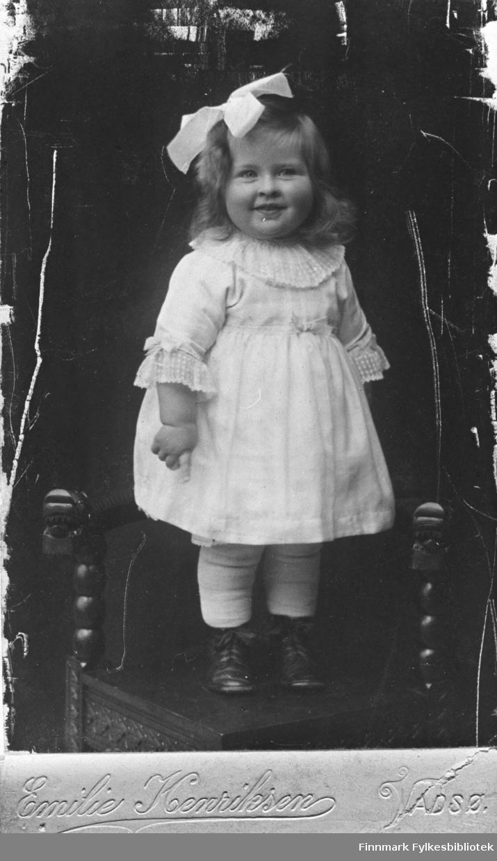 Portrett av Gjertrud Betten, 1918. Fotograf: Emilie Henriksen. B 5521