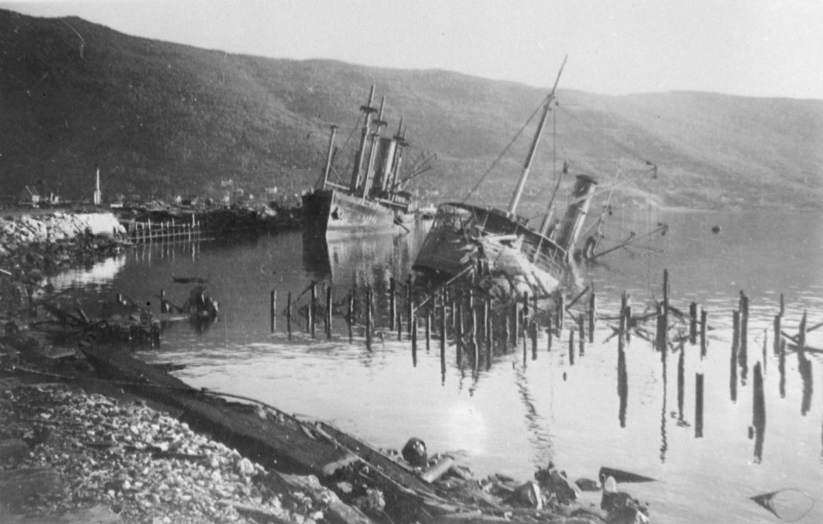 Båtvrak etter bombing 1940 (kopi)