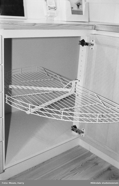 Bild från IKEA i Kållered, år 1985. IKEA-köket. Fotografi taget av Harry Moum, HUM, Mölndals-Posten.