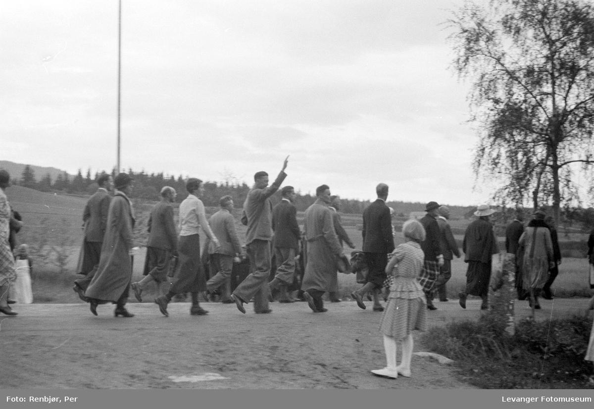 Fra Nasjonals Samlings riksmøte på Stiklestad i 1934. Marsen fra Verdal til Stiklestad.