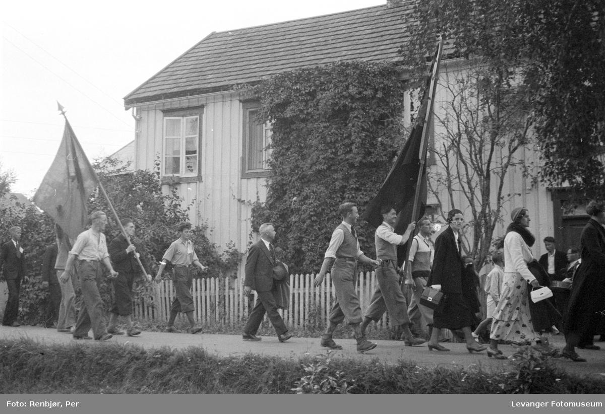 Fra Nasjonals Samlings riksmøte på Stiklestad i 1934. marsjen fra Verdal til Stiklestad..