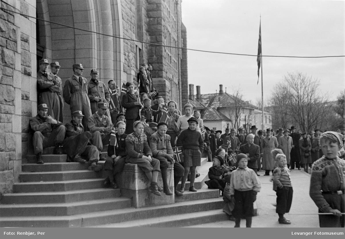 Tyskland har kapitelert absamling av mennesker på NTH 08.05.1945.