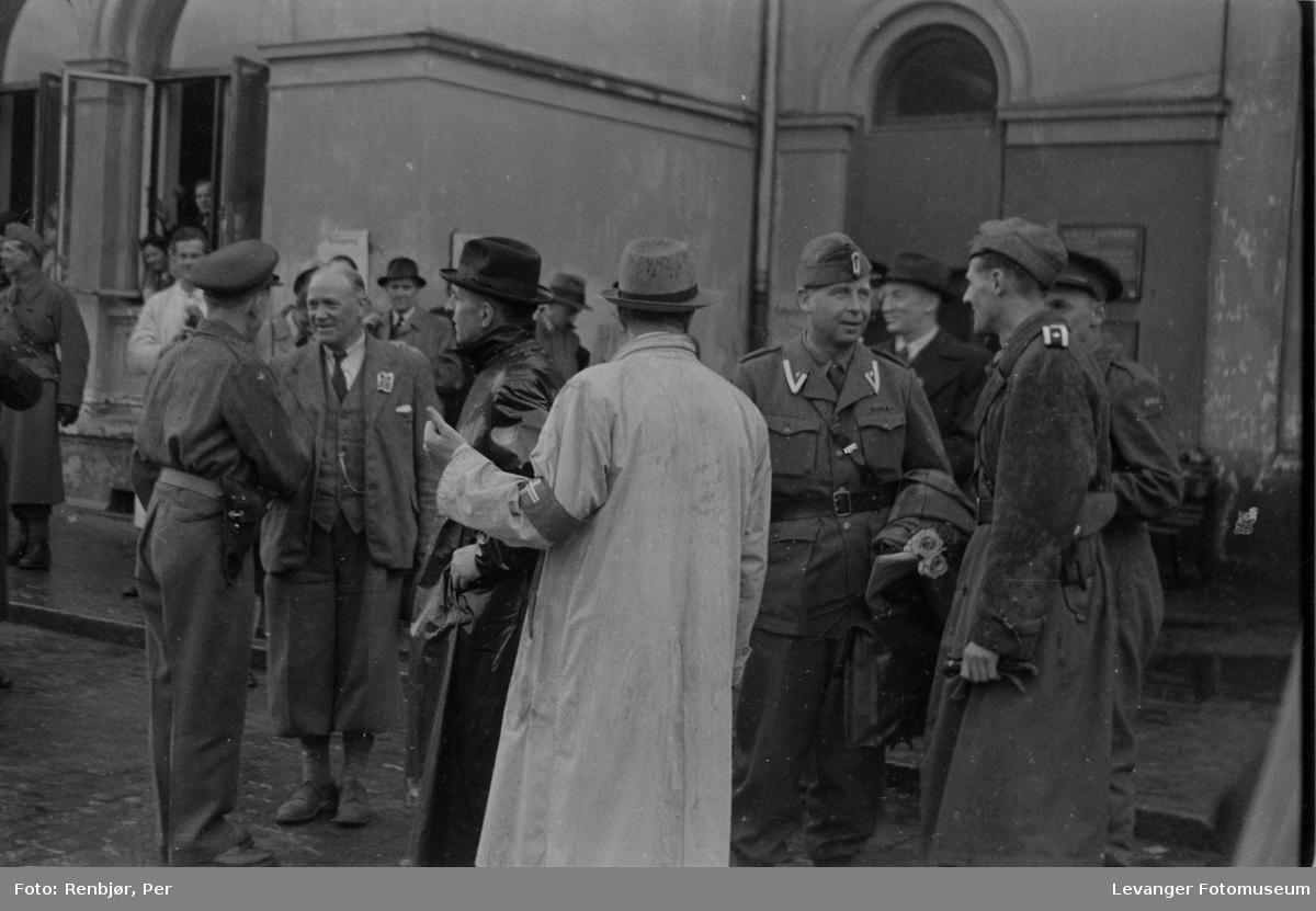 Polititropper ankommer til Trondheim.
