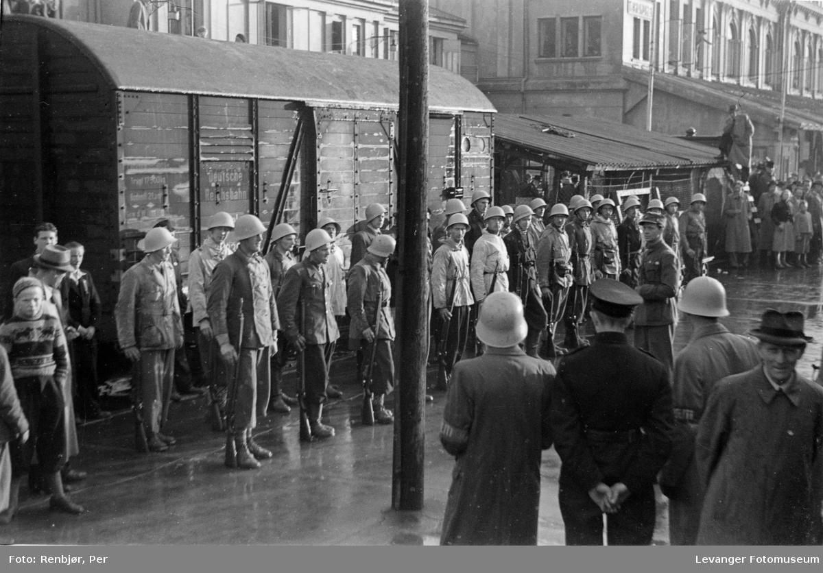 Polititropper ankommer til Trondheim