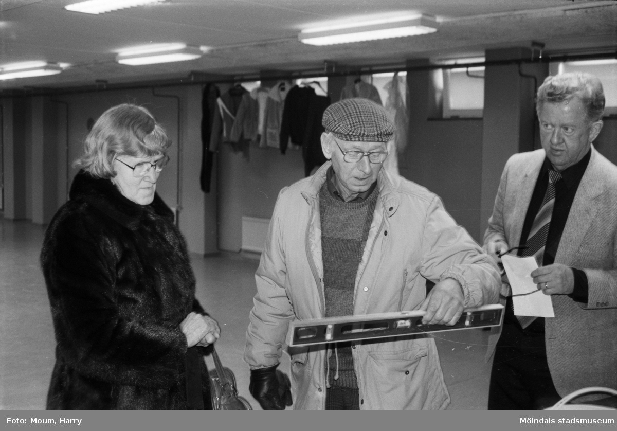 Loppmarknad på Almåshallen i Lindome, år 1985.  För mer information om bilden se under tilläggsinformation.