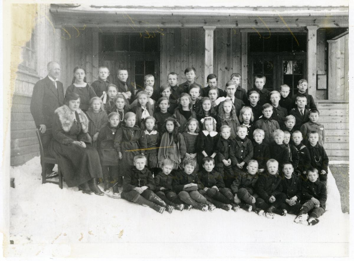 Elevar og lærarar ved Sørskogen Folkeskule