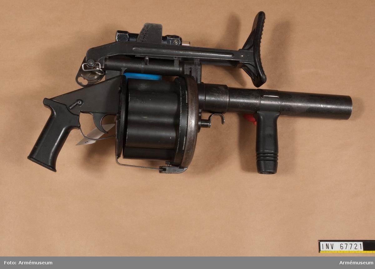 6 granater ryms i magasinet. Skjuter max 375 meter.