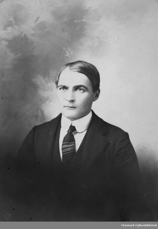 Portrett av Albert Emanuel Palo. Han var fødd i Vadsø og emigrerte til Michigan, Usa, i begynnelsen av 1900-tallet.