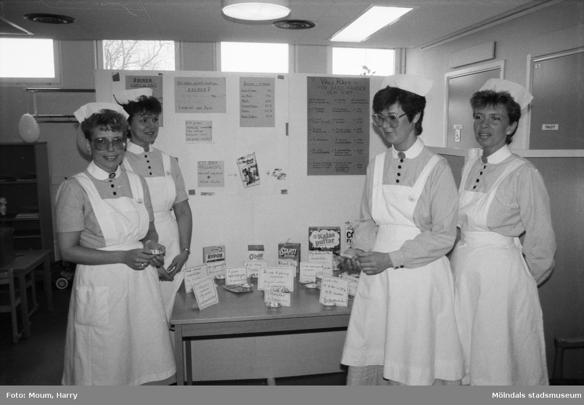 Öppet hus på Lindome vårdcentral under landstingets dag, år 1985.  För mer information om bilden se under tilläggsinformation.