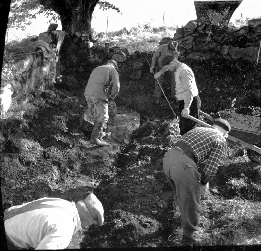 Kyrkoruinen, Utgrävning.  Bergstena