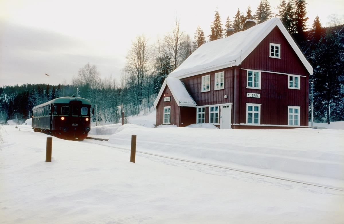 Persontog til Rødberg på Kjerre holdeplass med dieselmotorvogn BM 91 01.