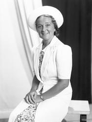 Porträttserie på Hjördis Schymberg (1909-2008), operasångers