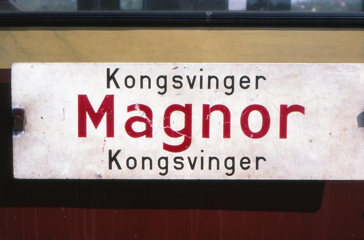 Destinasjonsskilt Kongsvinger - Magnor - Kongsvinger på motorvogn type 65 i Grensebane-lokalen.