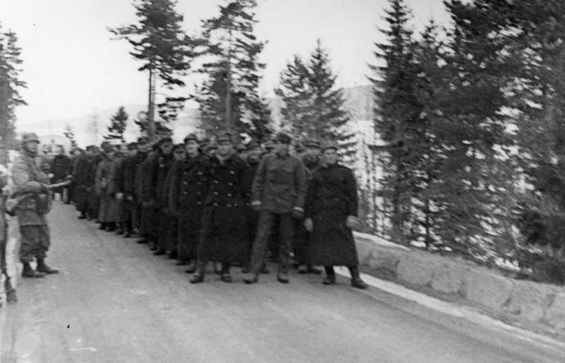 Nesten uten ammunisjon, men med aggressiv og profesjonell opptreden tok tyskerne flere norske avdelinger til fange på vei til Oslo.