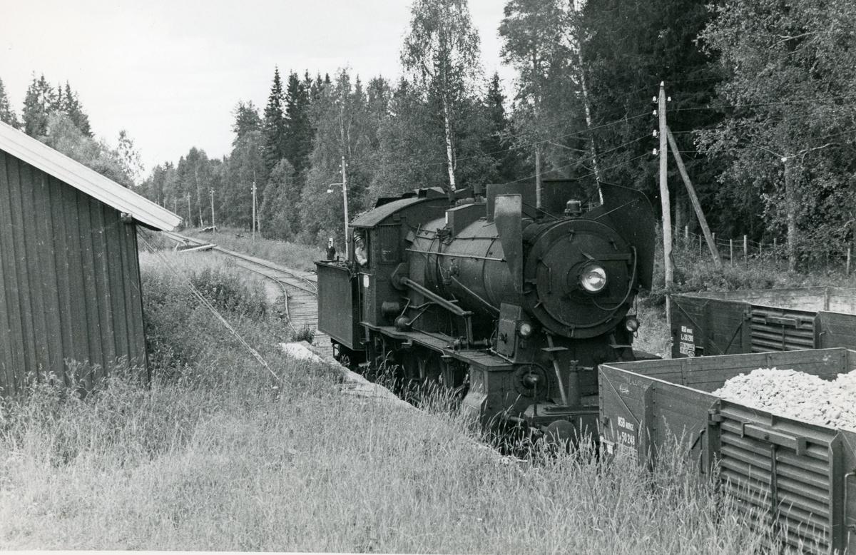 Skifting på Bøverbru kalkverk sidespor på Skreiabanen med damplok 30b nr. 347.