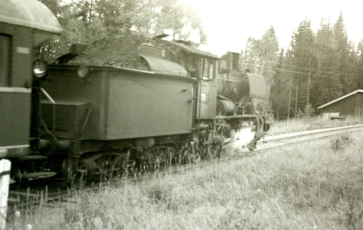 Godstog fra Skreiabanen med damplok 30b nr. 347 på Eina stasjon.