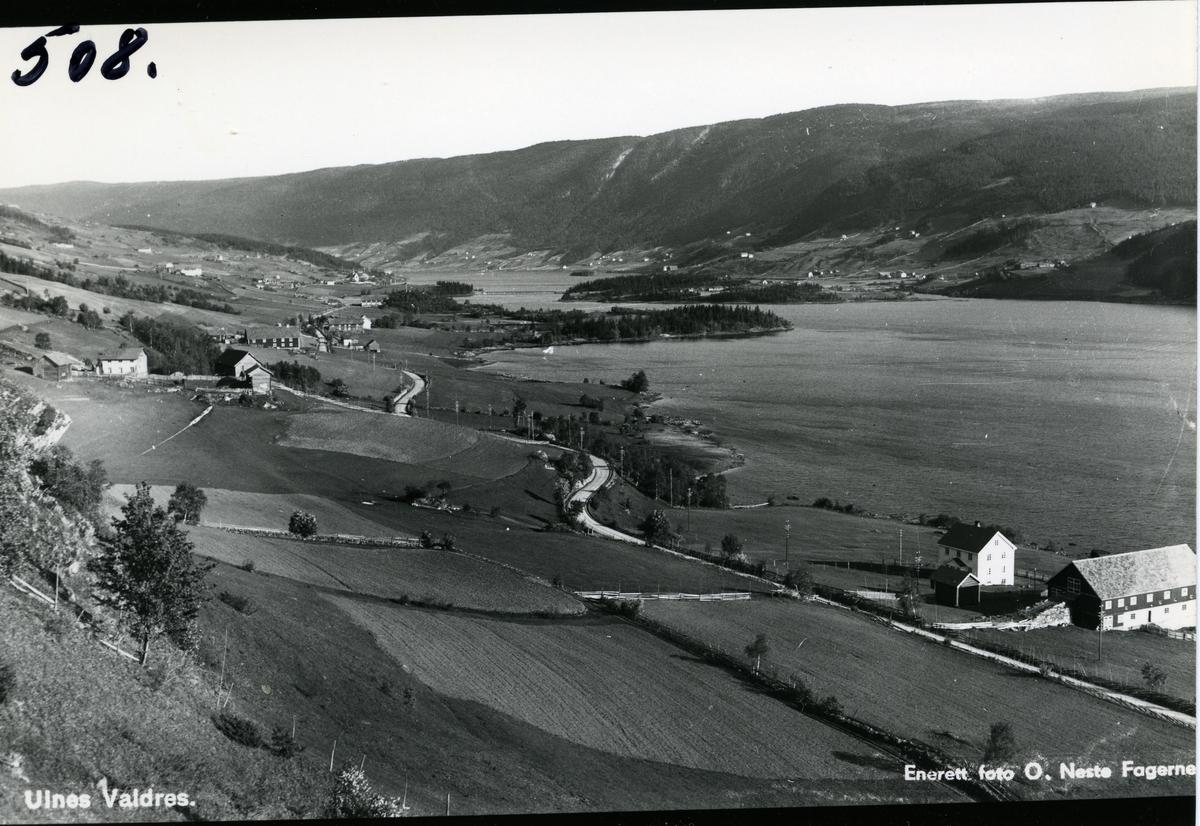 Ulnes, Nord-Aurdal. Utsikt mot sør. Granheimsfjorden med Ulnesbrua midt på bildet. Ulneskyrkja til venstre i bildet.