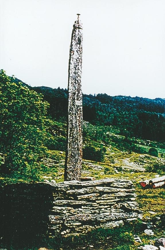 Gaular steinstolpe er opprinnelig bautastein fra oldtiden. Steinen ble tatt i bruk som telegrafstolpe i 1892.