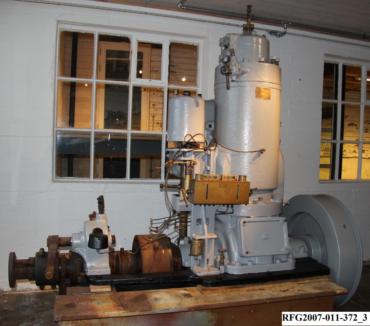 Motor av typen Wichmann F nr. 4470. 40 hk.