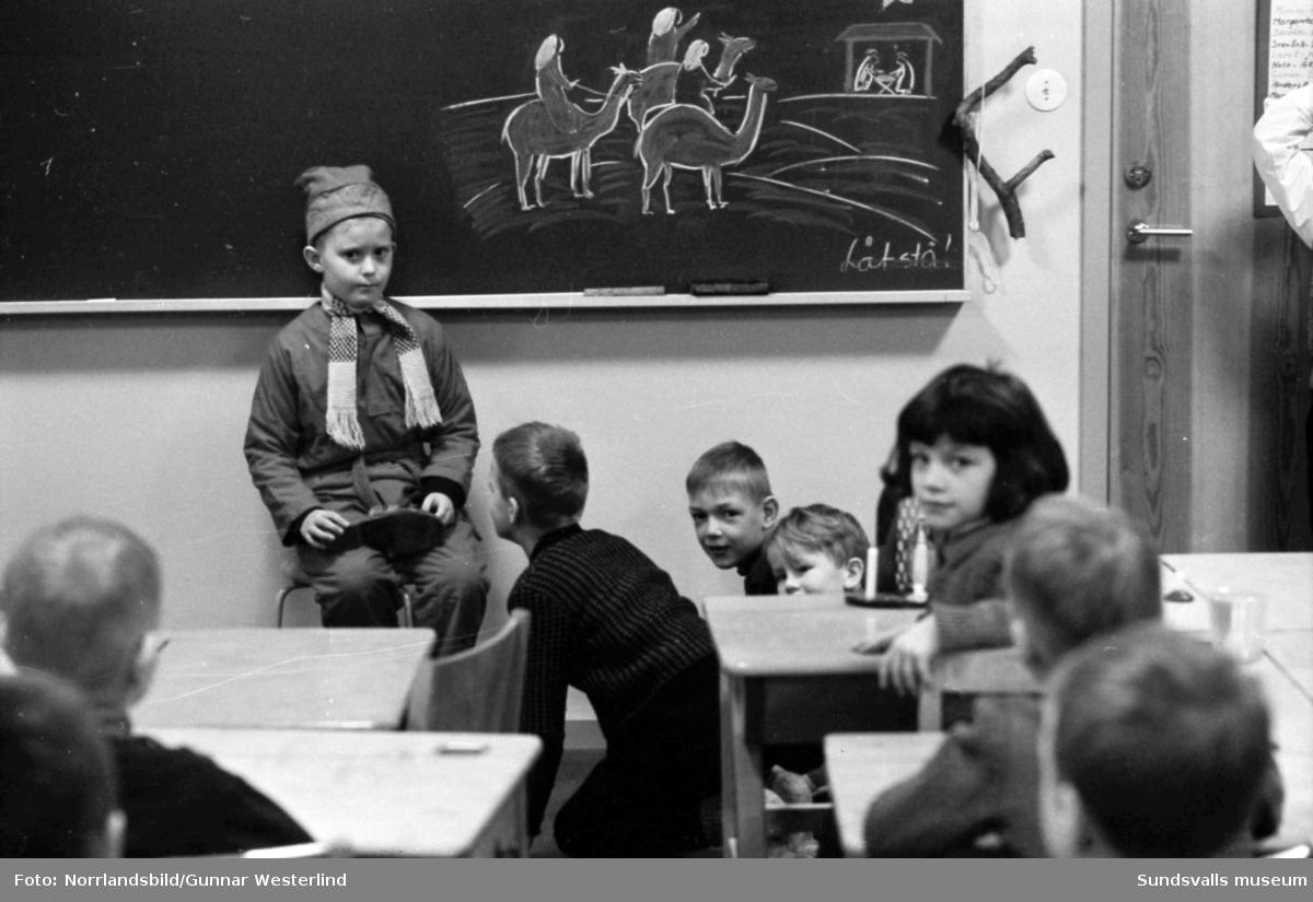 Julavslutning för Tomteskolans förstaklassare.