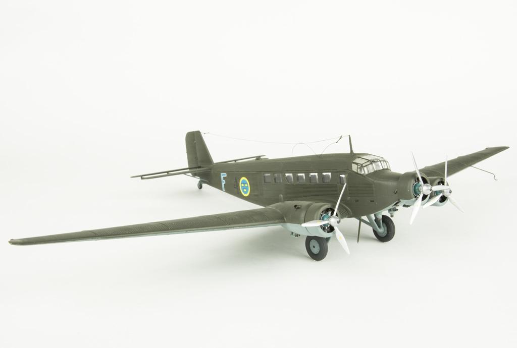 Flygplansmodell TP 5 Junker 52. Skala 1:72.