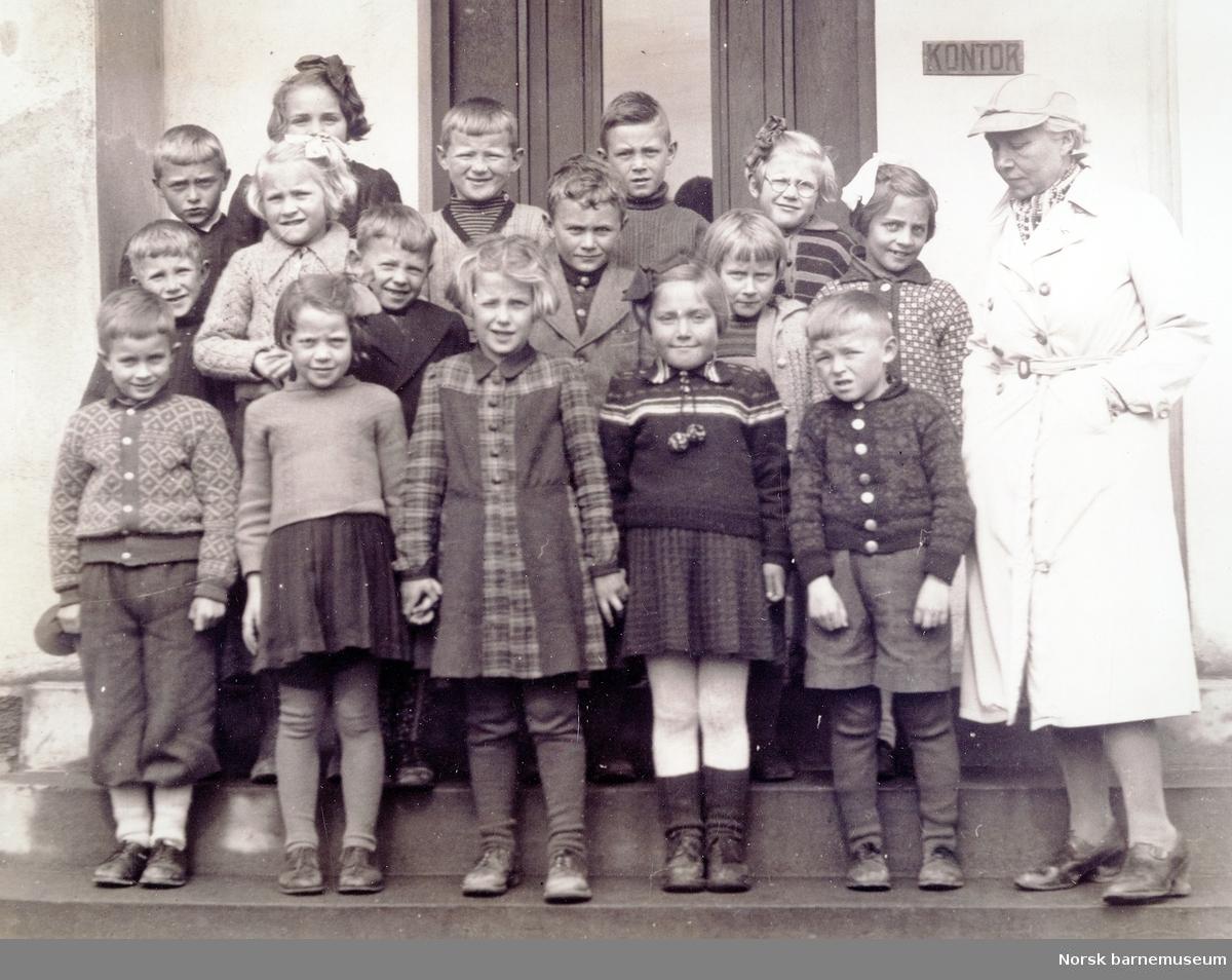 Klassebilde, 1 klasse, Bryne barneskole. 1944. Lærer: frøken Tyse