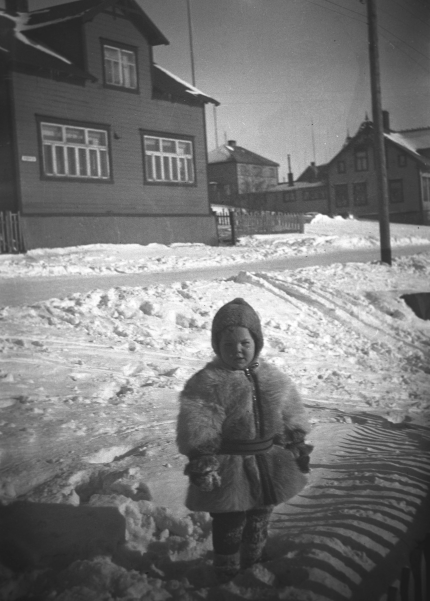 Øystein Hauge fotografert en vinterdag i Nyborgveien i Vadsø.