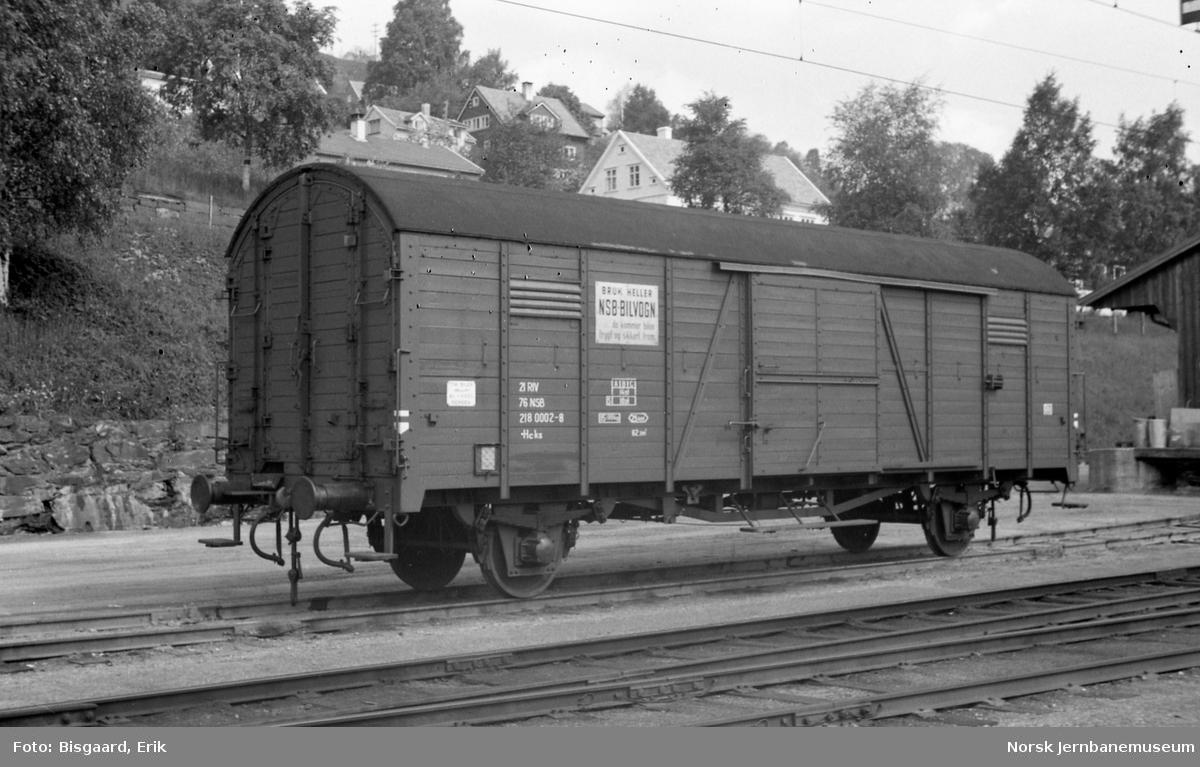 Godsvogn for biltransport litra Hcks nr. 218 0002 på Voss stasjon