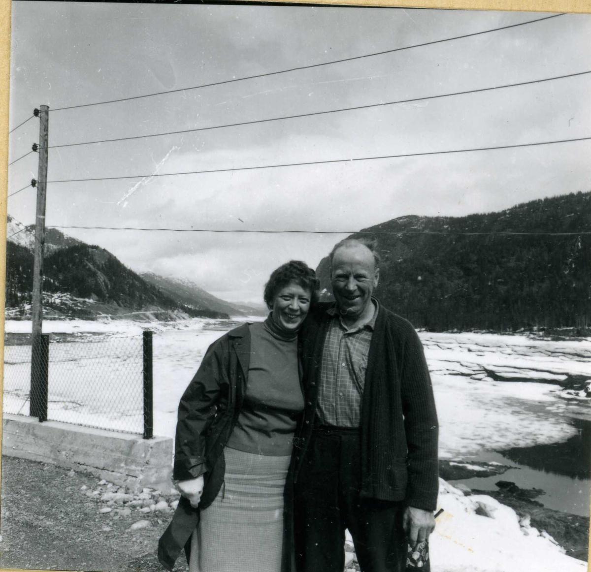 835-4 Margit Larsen og oppsynsmann Holøkken - Byrte