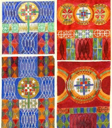 """Vävprov och färgskisser till Altartavla samt Predikstolskläde vävt för Lesjöfors nya småkyrka 1971 resp. 1974. Komposition Anna Hådell.WLHF 1182:1 - Vävprov till altartavla, rölakansteknik, varp av oblekt lingarn, inslag av ull- och lingarn i blått, rött, gult, brunt och vitt. 26,5x24,5cm. WLHF-1182:2 - :5  - 4 st Färgskisser, vattenfärg på papper limmat på A4 kartong. Originalskisser signerade A. Hådell. Olika förlagor till Altartavlan varav :2 är den slutgiltiga (text: """"vävnad i rölakan o snärjväv Lersjöfors kapell """" """"185x185"""". WLHF 1182:6 - Garnprover. Ullgarn i 22 olika färger fästade på kartongbit 12,5 x 17,5cm med text: """"Bonad Lesjöfors kapell"""". WLHF-1182:7 -  Dubbelväv med lapp: """"Predikstolskläde vävt till Lesjöfors kapell Komp. Anna Hådell PROV"""". Grönt och blekt lingarn 41x41cm med Chrismon-monogram. Dublett samt arb.skiss. WLHF-1219.Första bilden visar :1 & :6. Andra bilden visar skisserna :2 (övre v) - :5. (montage ej skalenl)Tredje bilden visar :7 Predistolskläde."""