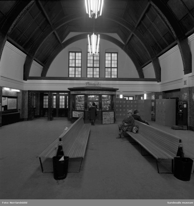 Interiörbilder från den nyrenoverade centralstationens vänthall i Sundsvall.