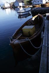 Motorbåt - båten i perspektiv ovenfra, sett fra akterenden p