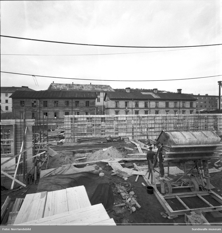Verkstadsskolans nya lokaler under byggnation.