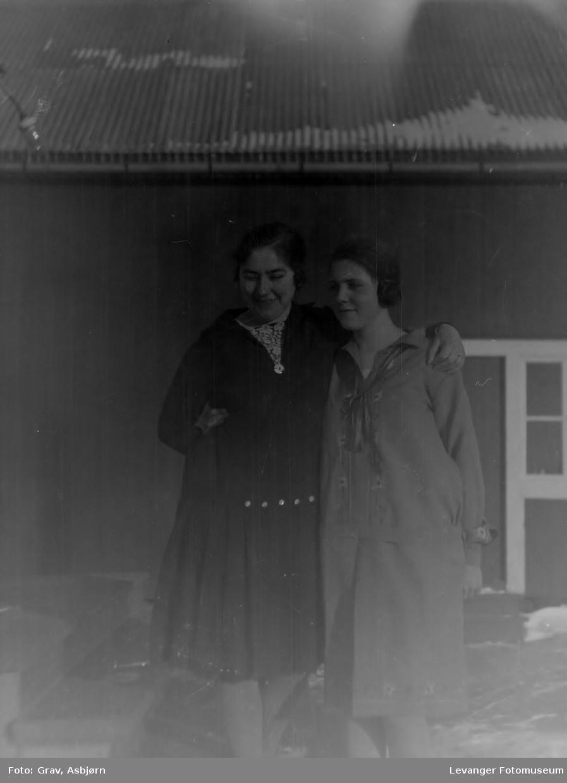 To kvinner